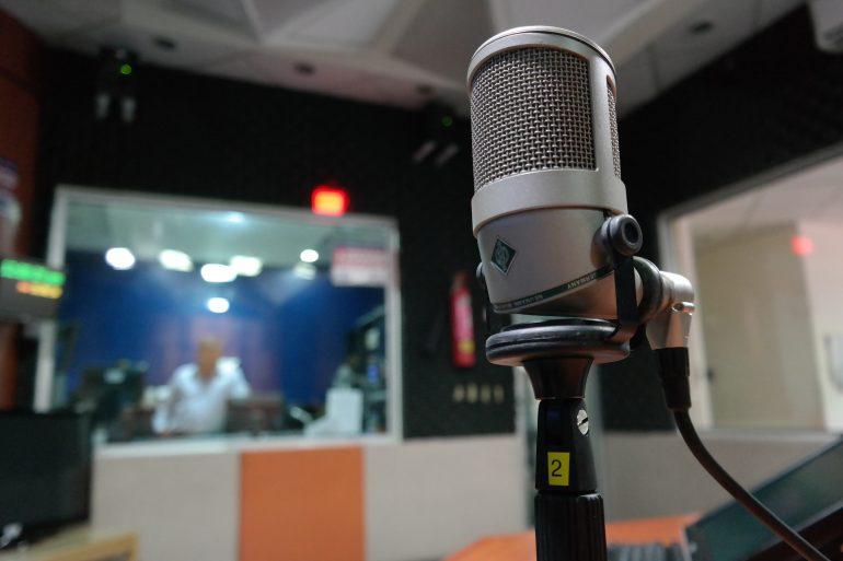 audycja radiowa z ekspertem Akademii